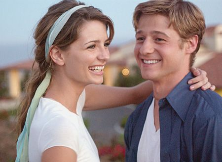 THE O.C.: L-R: Mischa Barton and Benjamin McKenzie star in the new one-hour drama The O.C. premiering Tuesday, August 5 (9:00-10:00 PM ET/PT) on FOX.