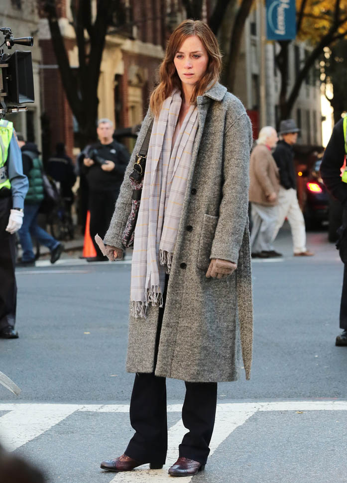 51898113 Stars are spotted on the set of 'The Girl on the Train' filming in New York City, New York on November 4, 2015. Stars are spotted on the set of 'The Girl on the Train' filming in New York City, New York on November 4, 2015. Pictured: Emily Blunt FameFlynet, Inc - Beverly Hills, CA, USA - +1 (818) 307-4813