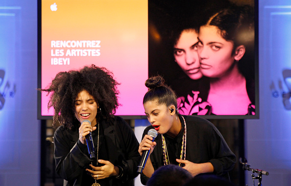 "PARIS, FRANCE - NOVEMBER 12: Lisa-Kainde Diaz and Naomi Diaz of Ibeyi perform at a ""Meet The Musician"" event at The Apple Store Opera on November 12, 2015 in Paris, France. (Photo by Thierry Chesnot/Getty Images for Apple)"