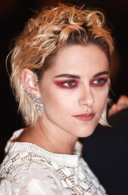 Kristen Stewart rode loper Cannes Chanel 3