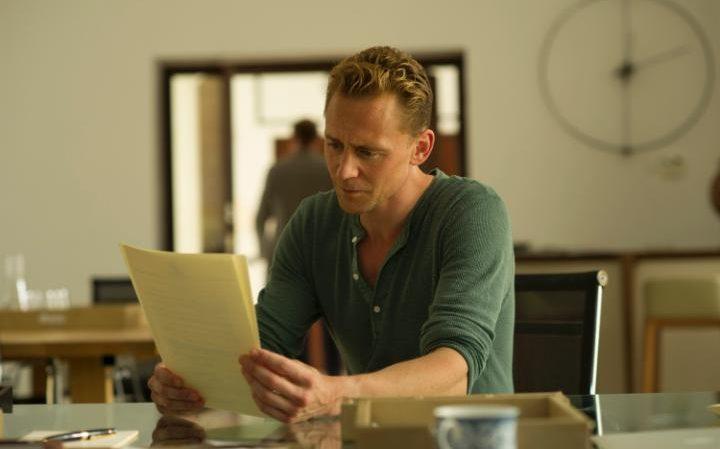 hiddleston-night-manager-large_trans++piVx42joSuAkZ0bE9ijUnHlS6YSfQWFkft4A8pSEFYM