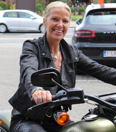 Zes redenen waarom elke vrouw moet leren motorrijden