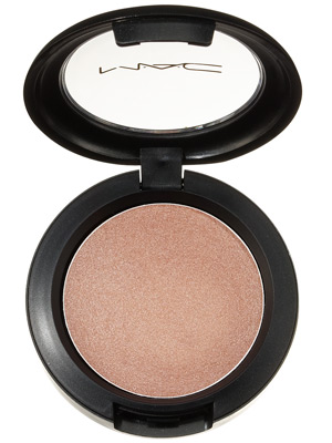 Cream Colour Base van M.A.C Cosmetics, 21 euro