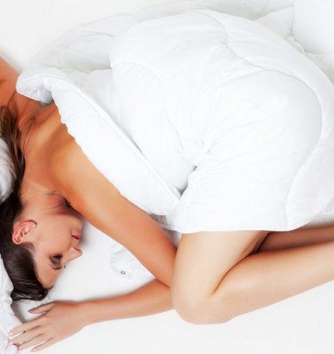 Zes tips om beter te slapen tijdens een hittegolf