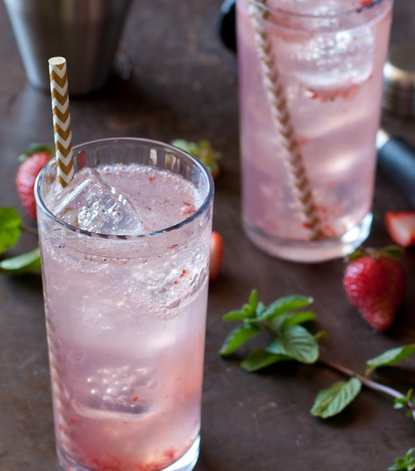 strawberry-coconut-water-gin-cocktail-recipe