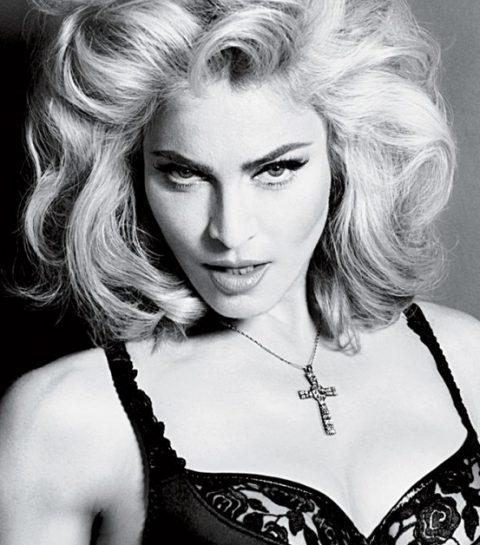 ZIEN: Madonna gaat uit de kleren voor Hillary Clinton