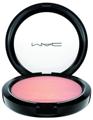 mac_inthespotlight_extradimensionskinfinish_beamingblush_white__31