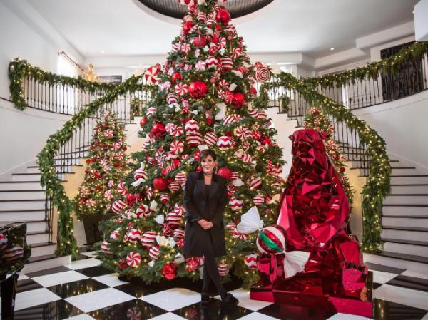 kerstmis-kardashian-cadeaus-thunderbird-kim-kardashian-kylie-jenner-kris-jenner-kendall-jenner-kanye-west-scheiding-2