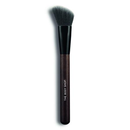 angled-blush-brush