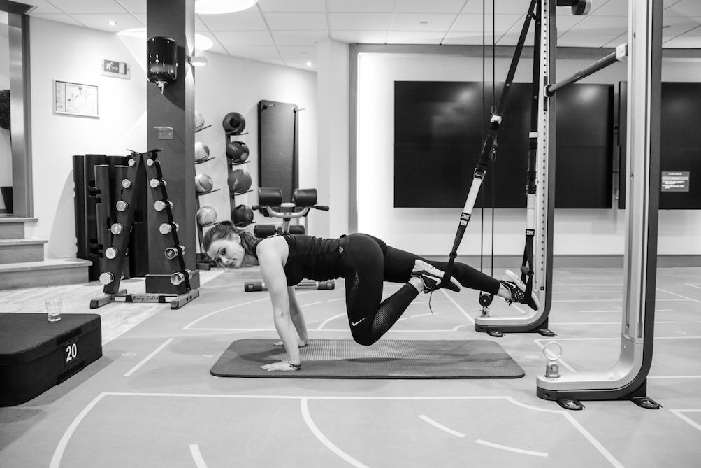 workout-trx-suspension-training-strakke-billen-buikspieren-platte-buik-taille-2