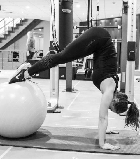 #ELLEworkout: acrobatie voor ronde billen en een wespentaille