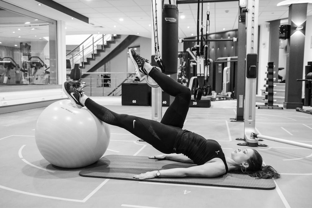 swiss-ball-workout-wespentaille-strakke-billen-tutorial-how-to-blogging-fitgirls