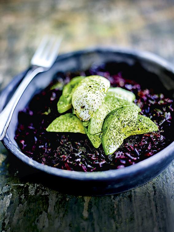 Zwarte rijst met matcha en avocado (C) JC Amiel