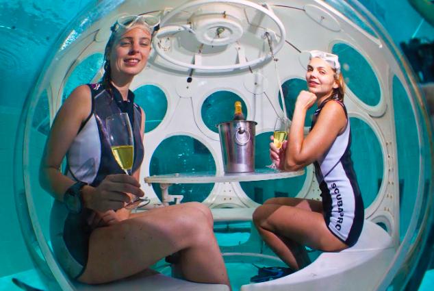 eten_onder_water_op_restaurant_onderzeeër