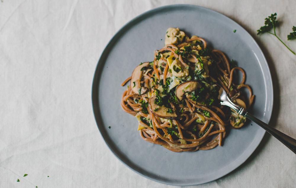 Op de website van Dagen Zonder Vlees ontdek je heerlijke veggie recepten, zoals deze romige spaghetti van De Groene Meisjes.