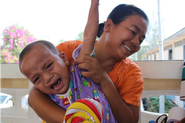 Daphne Velghe See & Smile Myanmar humanitair hazelip 13