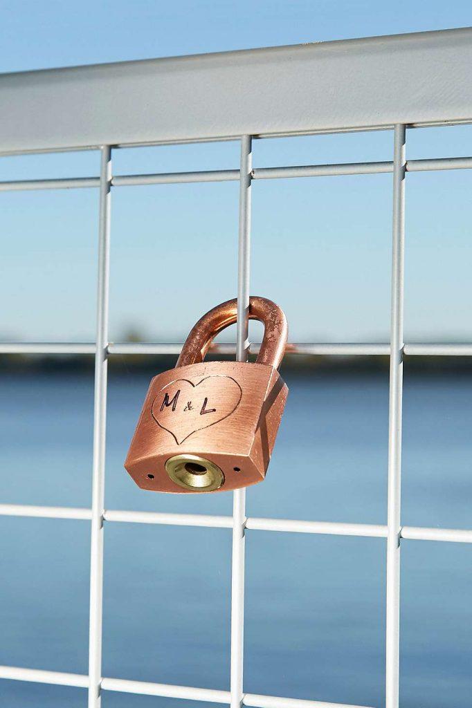 Lovers lock and keys reis