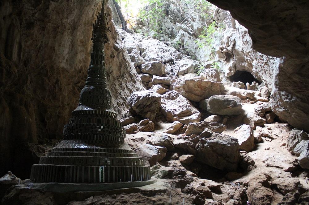 binnen in de grot
