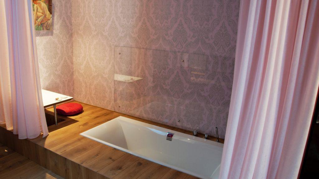 unieke overnachting schopenhauer badkamer