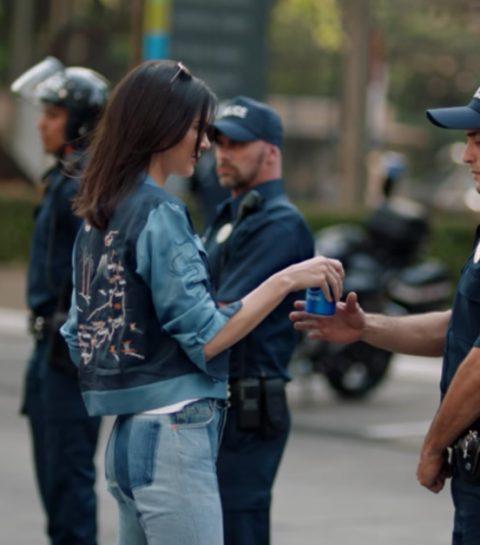 Het Pepsi probleem: waarom Kendall Jenner geen frisdrank mag drinken met de politie