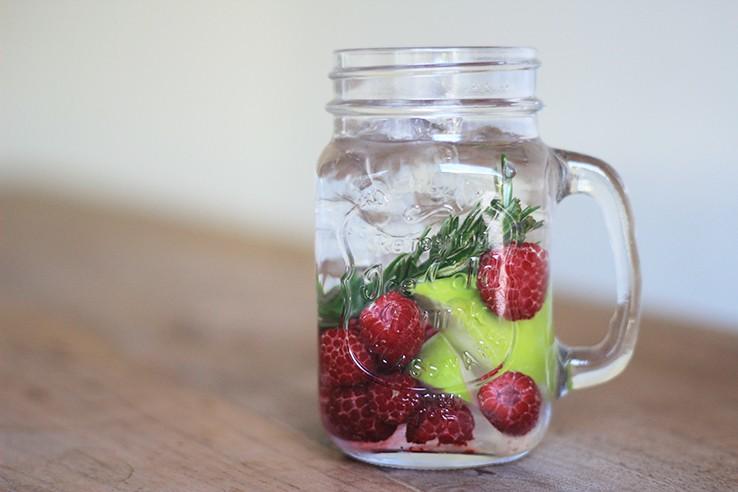 Fruitwater receptjes appel framboos rozemarijn