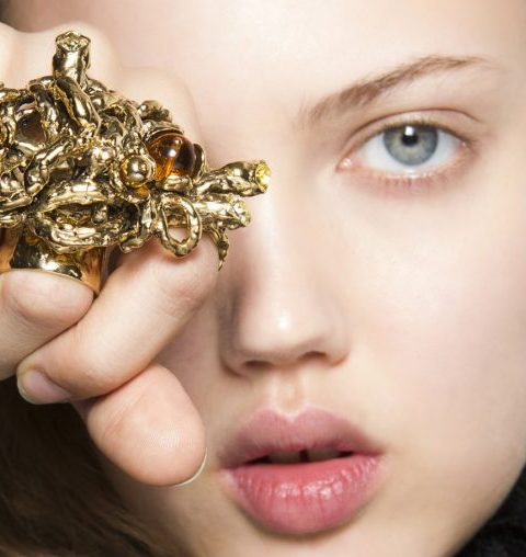 Hoe herstel je kapotte juwelen?
