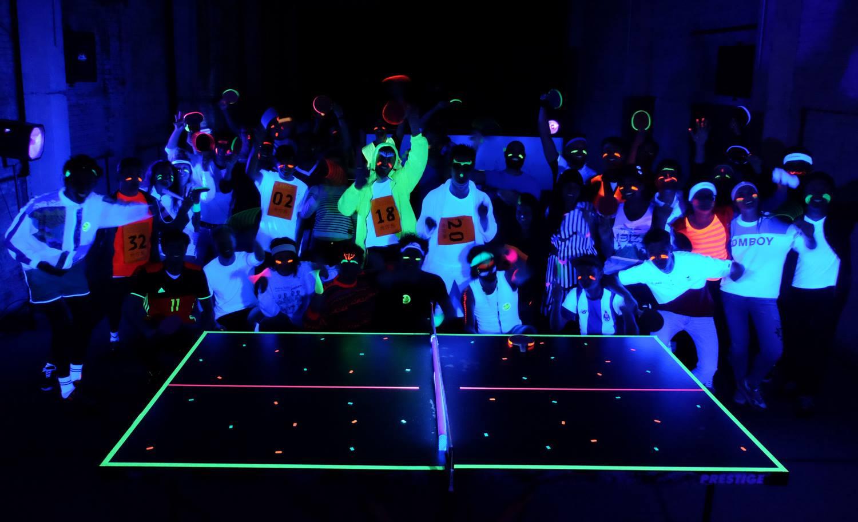 Glow in the dark pingpong toernooi in Contrair