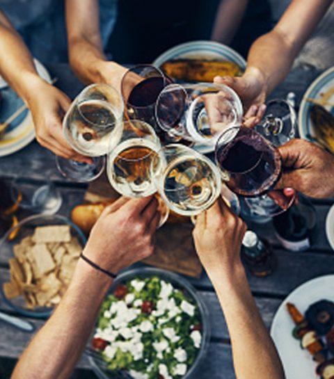 Zo hou je een etentje met vrienden zo goedkoop mogelijk