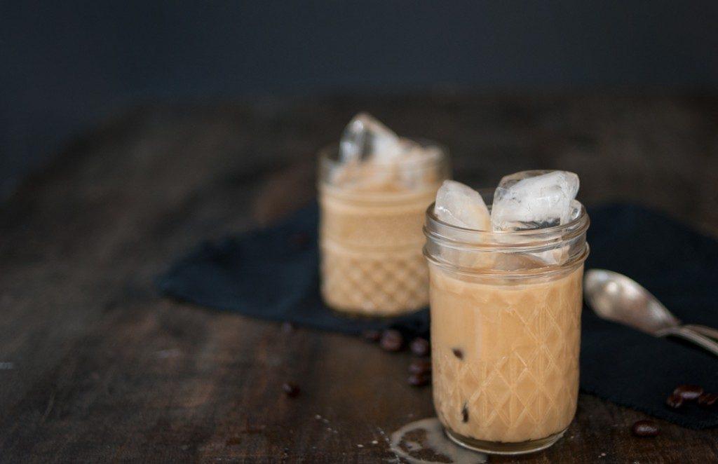 Iced coffee recepten almond milk