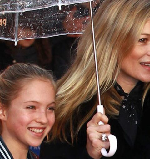 In beeld: dochter Kate Moss schittert in eerste beautycampagne