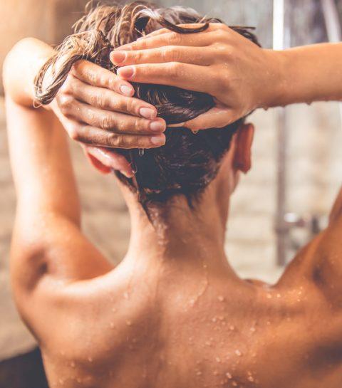 Bewezen: daarom moet je douchen met een handdoek