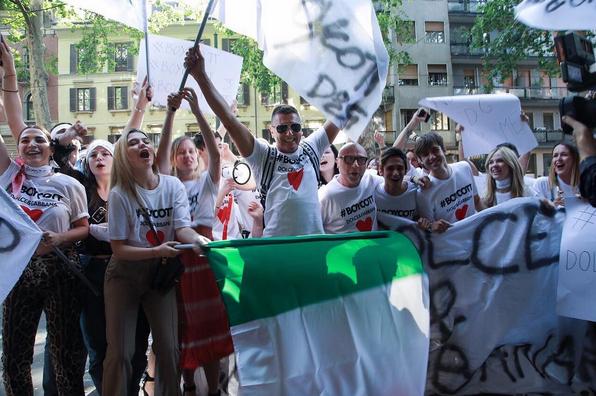 Dolce & Gabbana,protest,boycott,boycot,raury,melania Trump,SS18