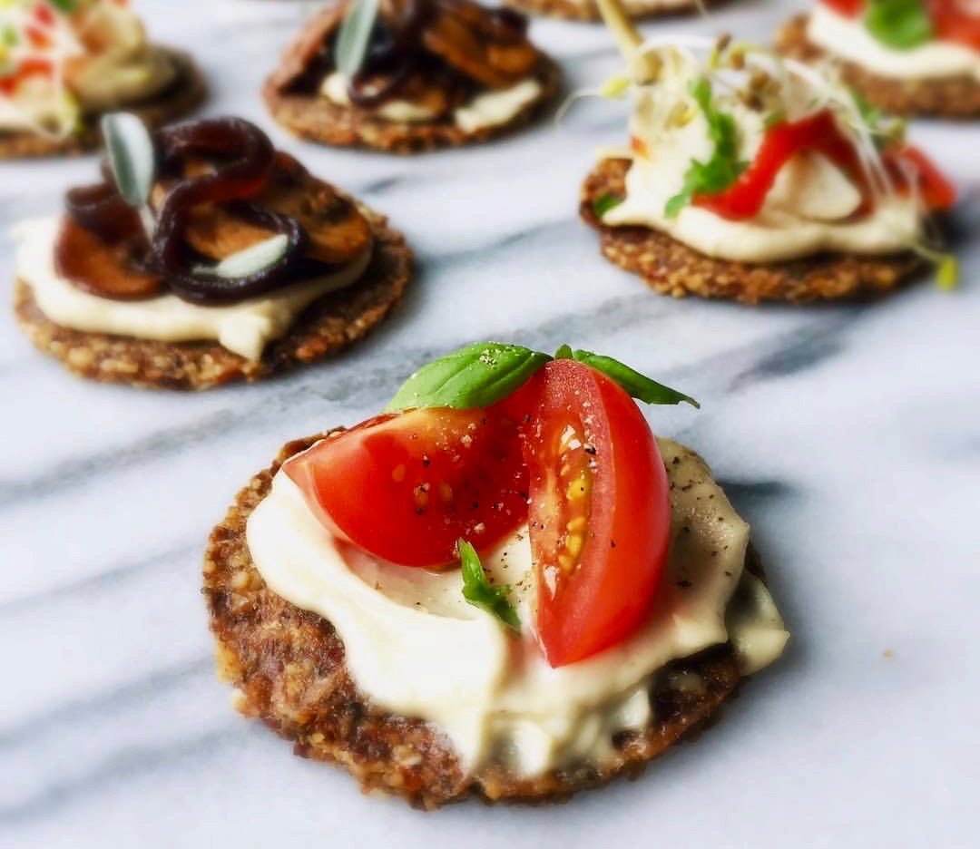 Vegan Mini Pizza's met Cashewkaas