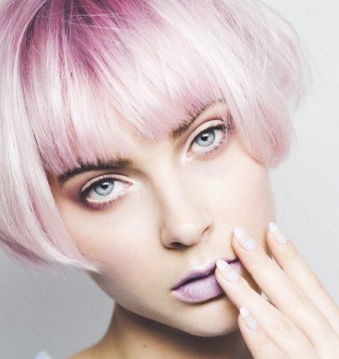 3 schijnbaar onschuldige gewoonten die je haar beschadigen