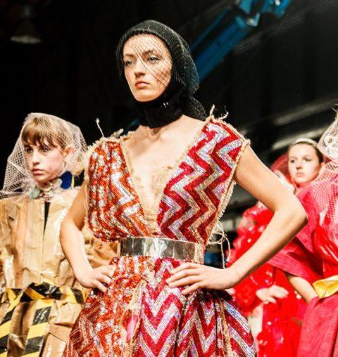De foto's van Show 2017 van de Antwerpse Modeacademie zijn er