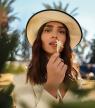 10 zomerse parfums die je (wil) meenemen op vakantie