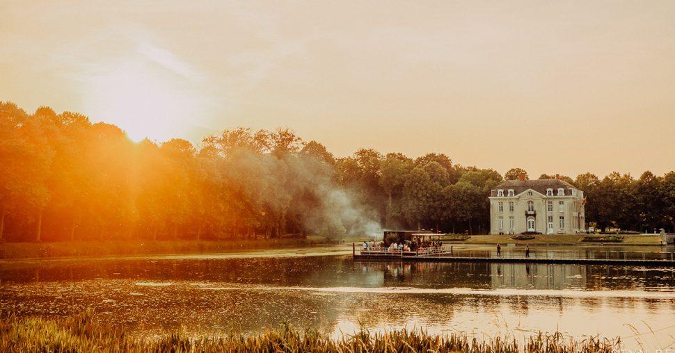 "Win een ""Dinner on a lake"" met zonsondergang!"