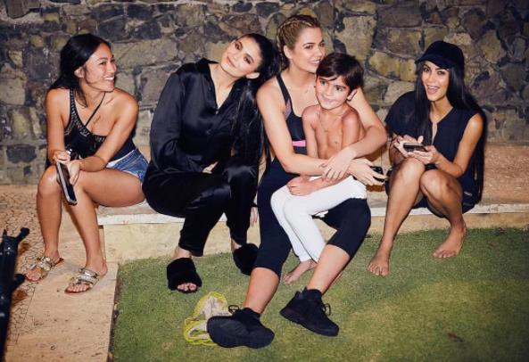Wie zijn de sidekicks van de Kardashians? - 1