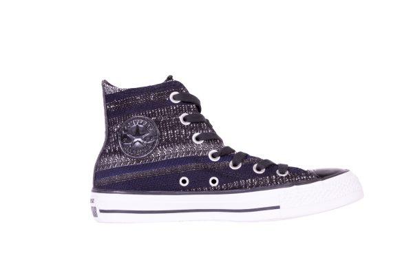 converse sneaker shopping studs denim jeans maasmechelen village casual