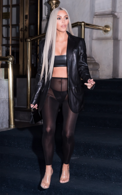 kim-kardashian-camel-toe-new-york-fashion-week-legging