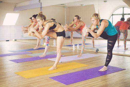 indoor sporten hot yoga