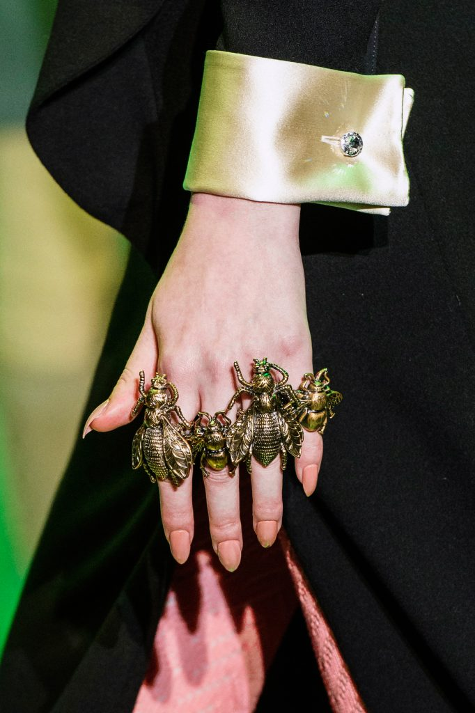 accessoire trend stijlgeboden knuckleduster gucci ring juwelen