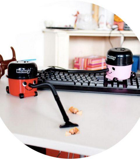 Must-have: deze mini stofzuiger houdt je bureau schoon