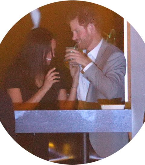 In beeld: Meghan Markle en prins Harry maken het te bont in de VIP-box