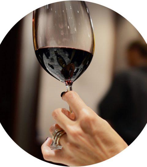 Dankzij dit trucje verwijder je snel en makkelijk rode wijnvlekken