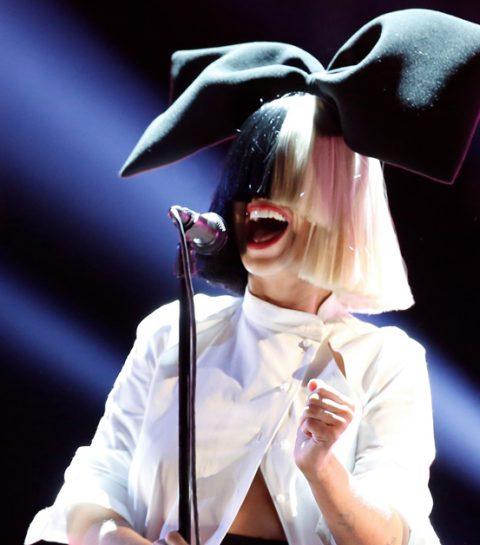Sia post naaktfoto om paparazzi stapje voor te zijn