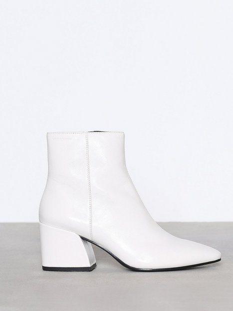 witte_laarsjes_shopping_schoenen_trend_fashion