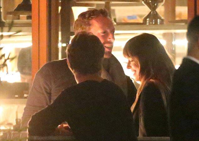 chris martin, dakota johnson, liefde, relatie, verliefd, date
