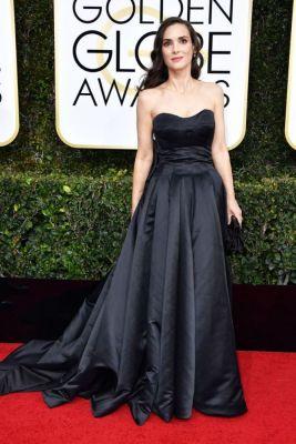 zwart golden globes awards celebs outfit jurk rode loper zwart