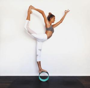 sjana elise earp instagram fitspiration yoga inspiratie fitso fitspiratie pose